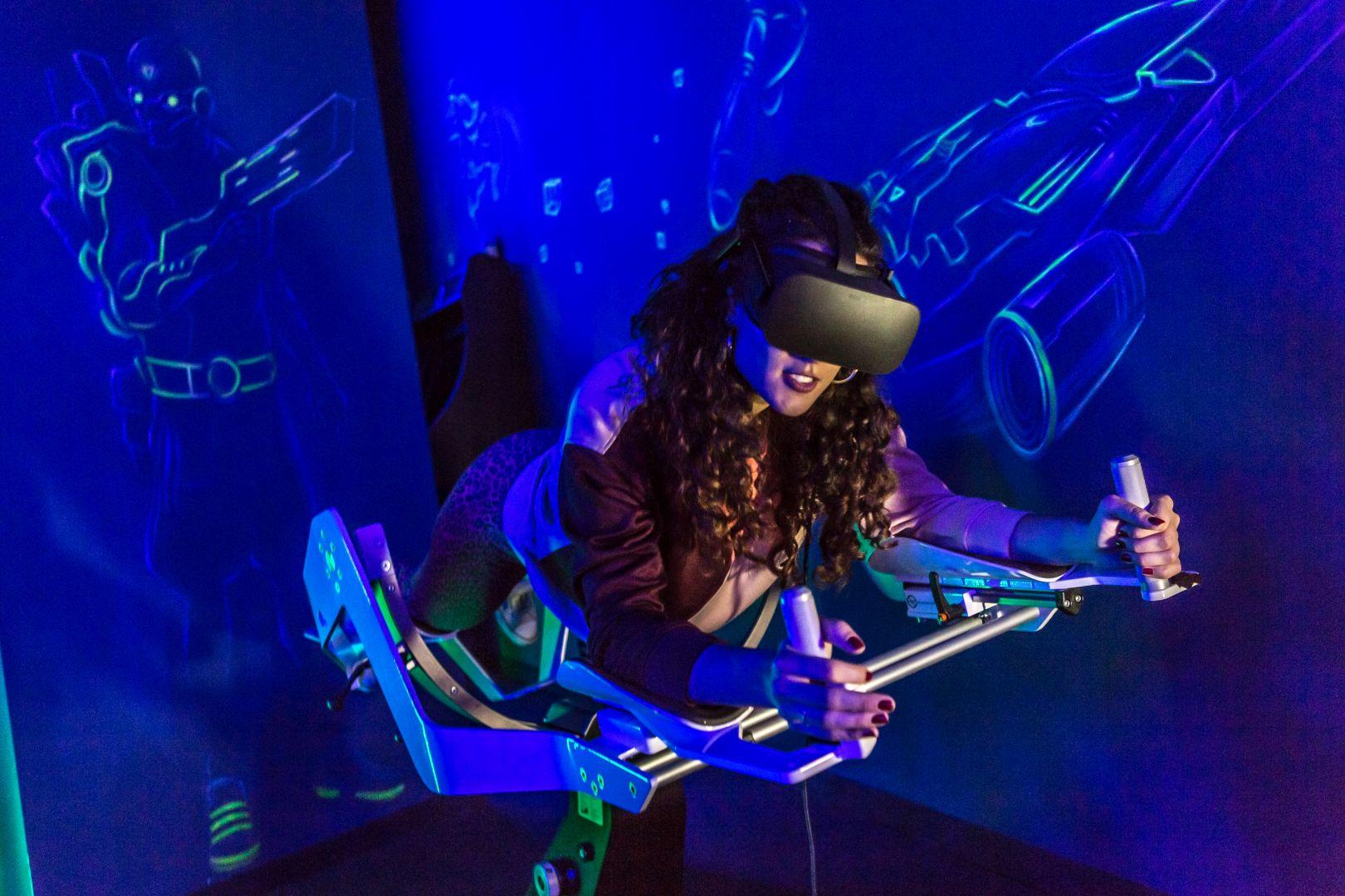 Icaros-girl-Virtual-Reality