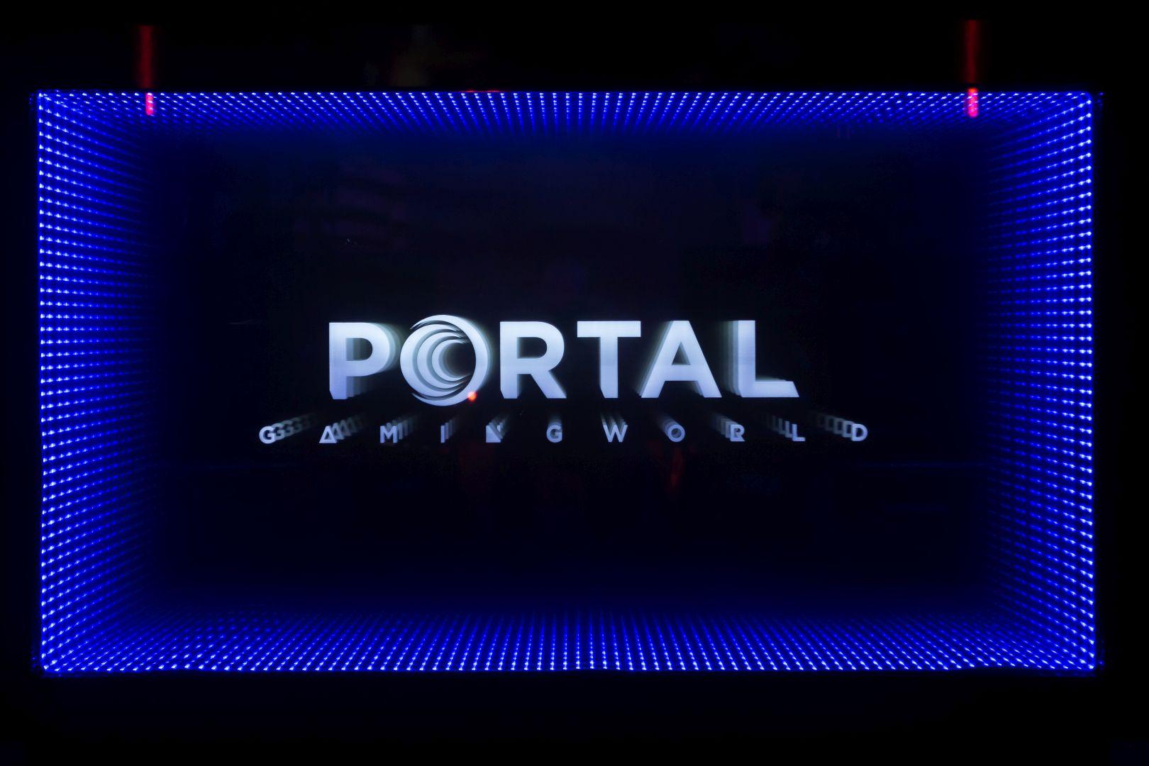 Portal-infinity mirror