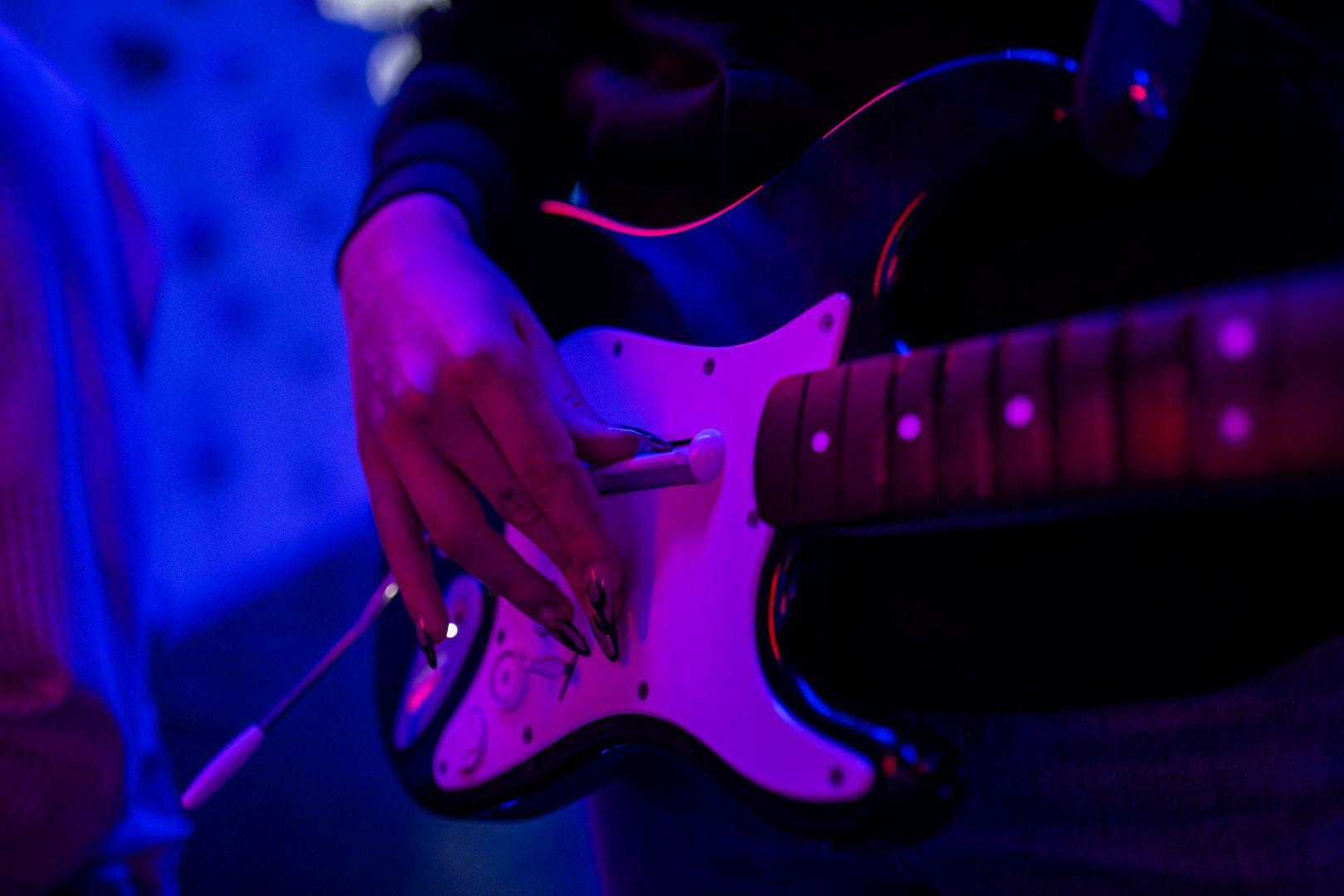 RockBand-guitar-gaming