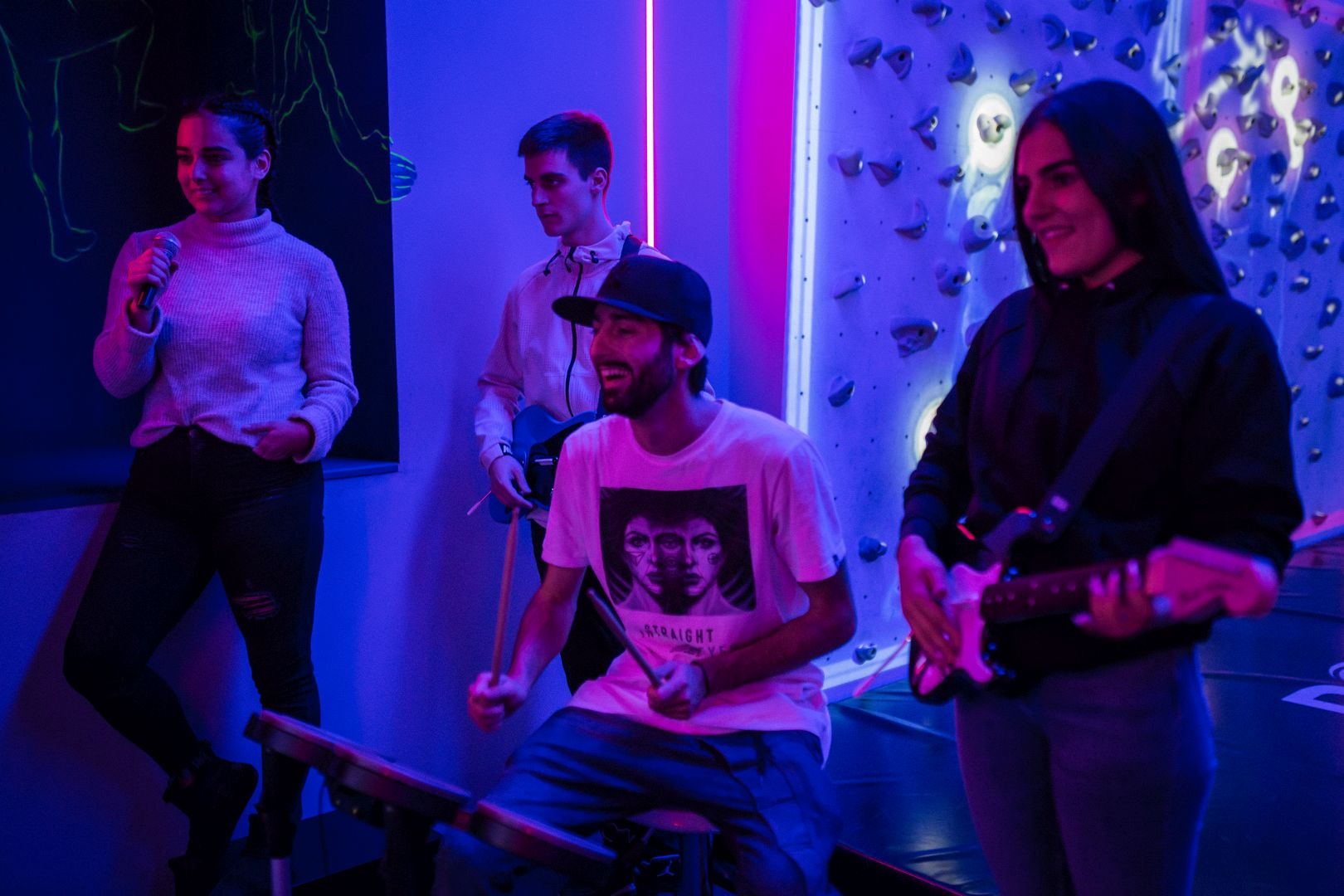 RockBand-instruments-crew-band
