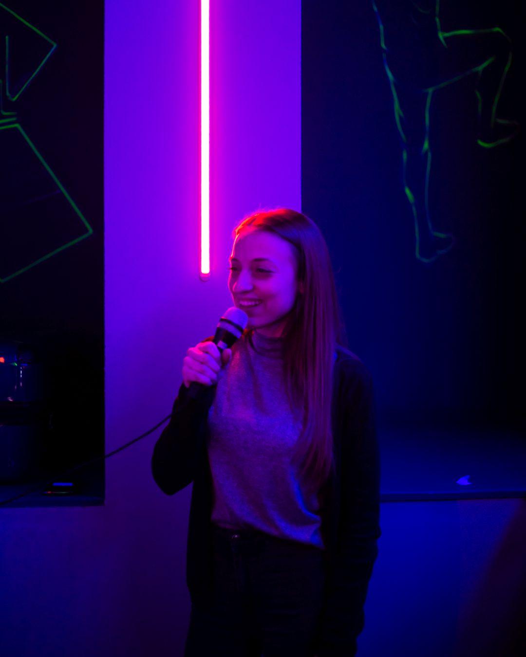 Team Building-Tim bilding-Portal-microphone-karaoke